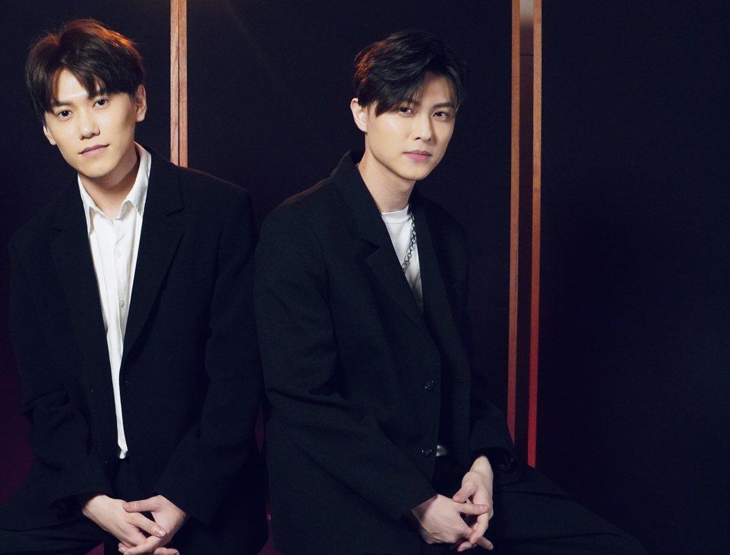 邱宇辰(左)和王子兄弟倆合作。圖/喜鵲娛樂提供