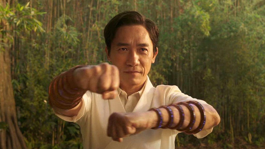 對不少華人觀眾而言,影帝梁朝偉才是「尚氣與十環傳奇」的焦點。圖/摘自imdb