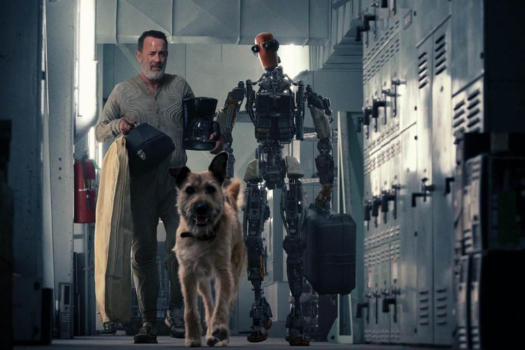 湯姆漢克斯新作「FINCH」曝光首張劇照。圖/APPLE TV+提供