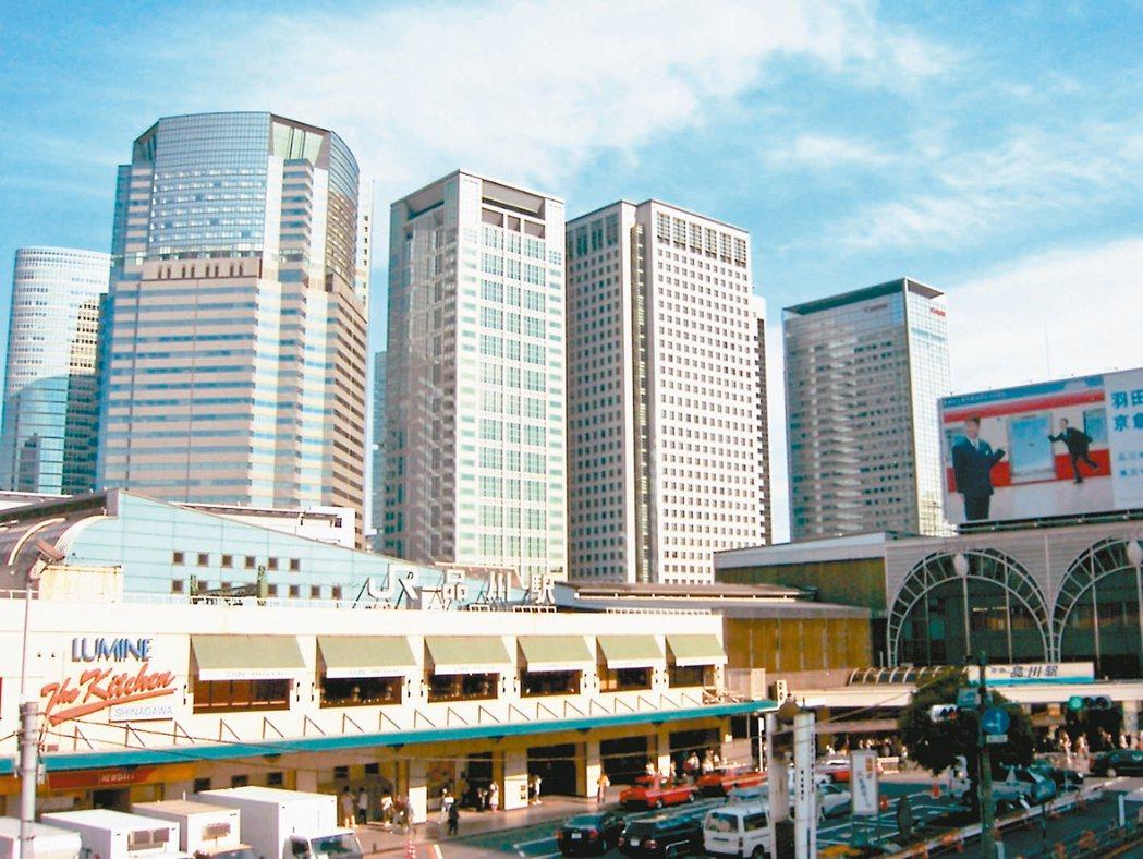 市調指出,東京灣岸住宅區的芝浦,由於交通便利、生活機能充足,加上坐擁港區燙金門牌...