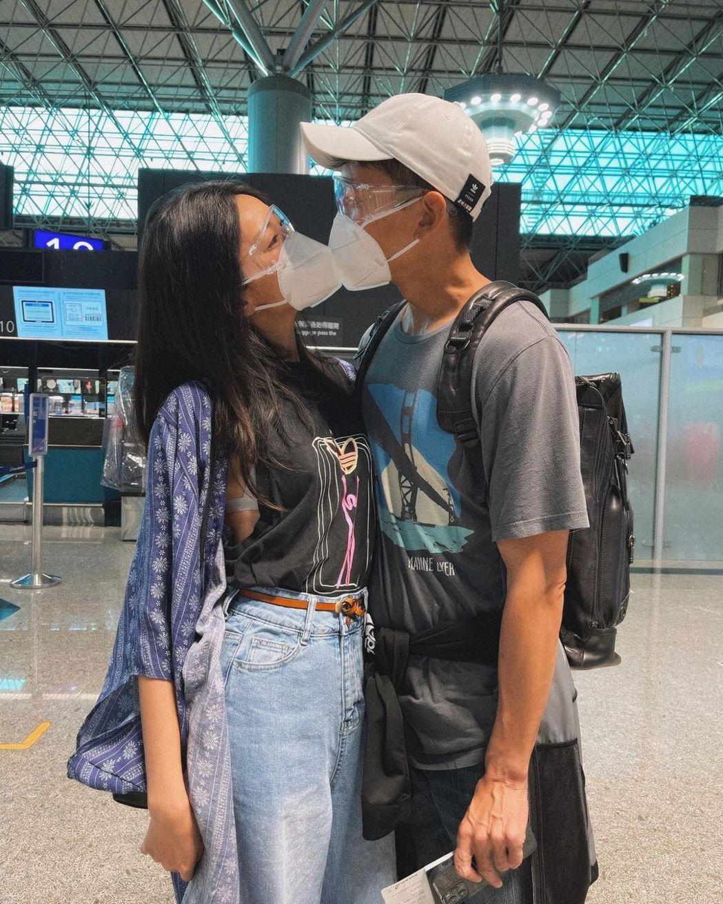 隋棠與老公在機場隔罩吻別。 圖/擷自IG