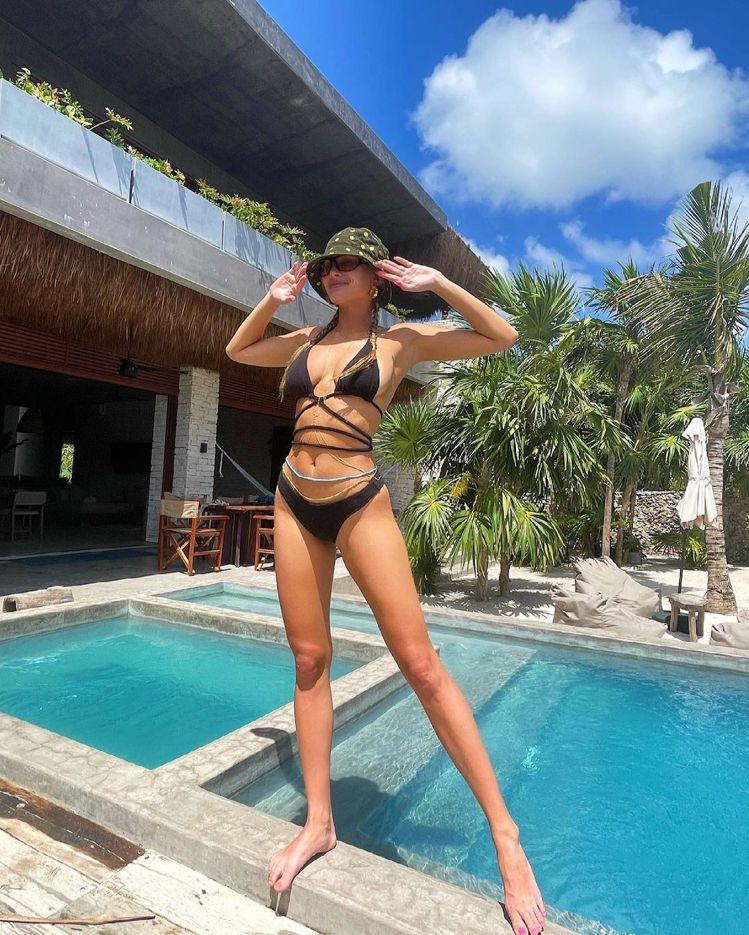身材比模特兒更有料,比基尼設計師Francesca Aiello總是親上陣拍攝性...