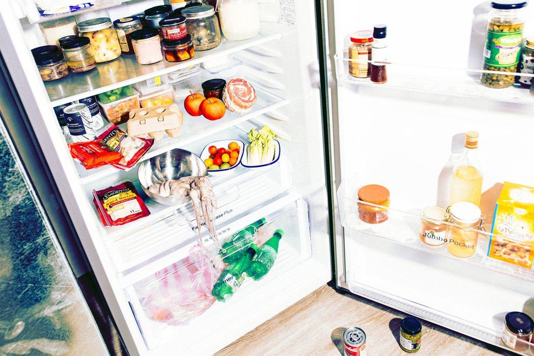 保存食物在不同的時空裡扮演了不一樣的身份,以前它是為了讓你活下去,現在是讓你不要...