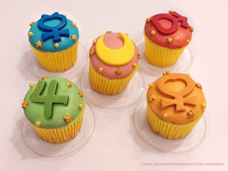 符號杯子蛋糕180元乙個。圖/美少女戰士Crystal期間限定店提供。