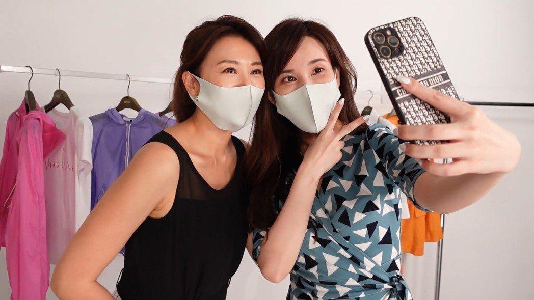 連靜雯(左)、劉涵竹初見面相談甚歡。圖/楠軒工作室提供