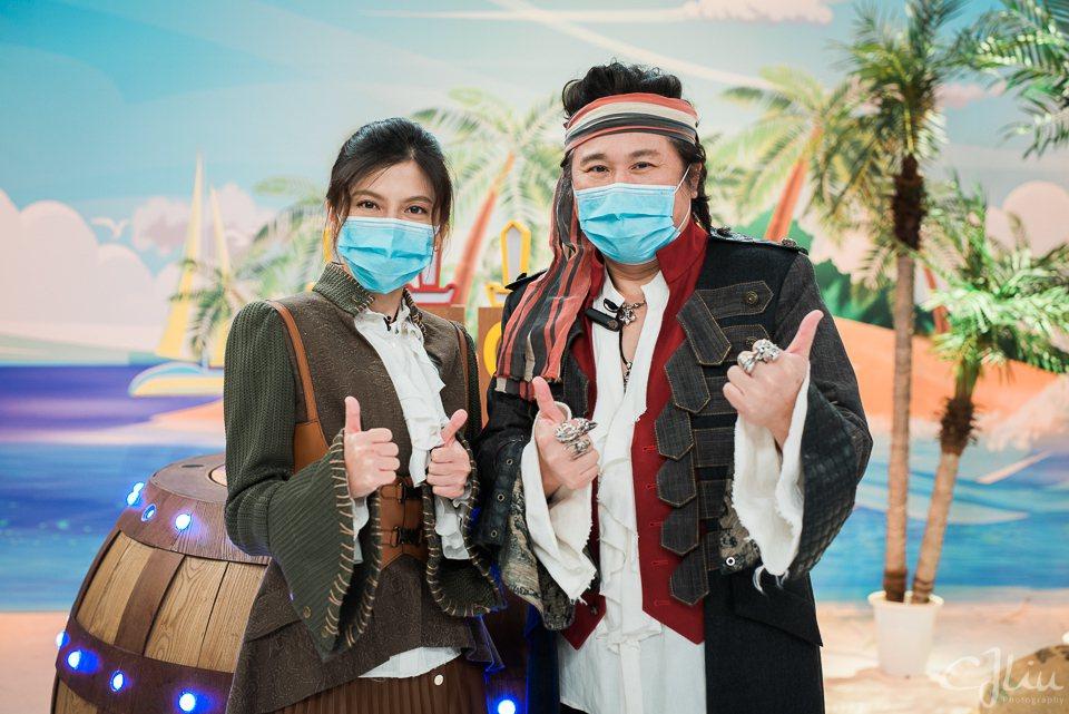 胡瓜和瑪莉亞在節目中嚴格防疫。圖/衛視中文台提供