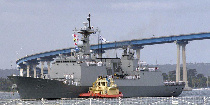 南韓海軍的李舜臣級軍艦經常扮演外交任務,圖為2006年「大祚榮」號訪問美國聖地牙哥。圖/美國海軍檔案照