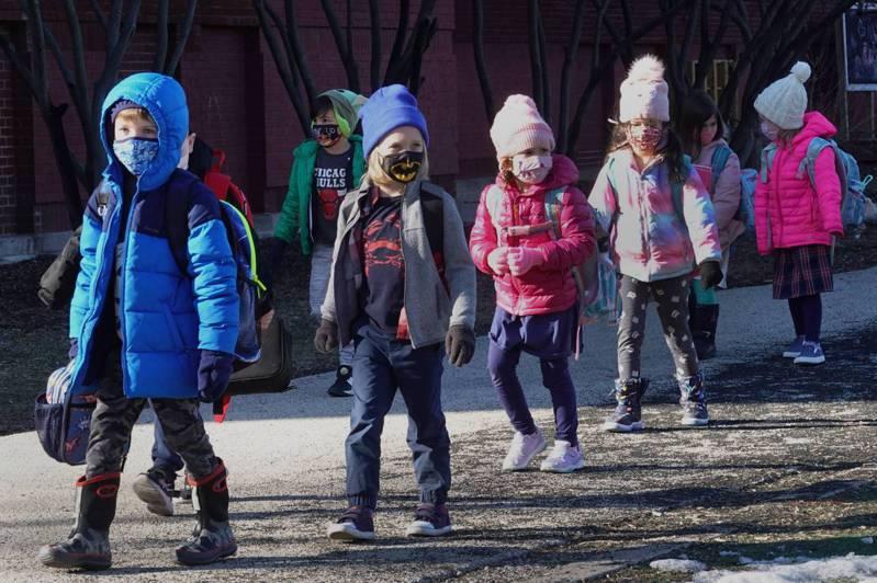 美國公立學校學生周間在校時間,並非全國統一,而是各州、各城市或甚至各校略有差異,平均約7小時。法新社