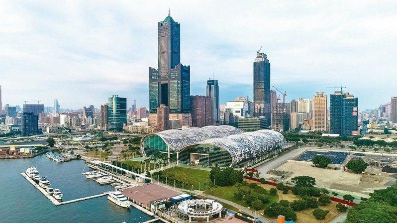 85大樓以龐大且令人難以忽視的「高」字,是高雄城市天際線中最耀眼的地標。圖/聯合報系資料照