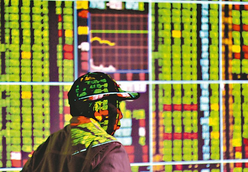 台股連續七個交易日下跌,跌破短中期均線以及萬七大關,若半年線失守,有可能再向下探底。 (本報系資料庫)