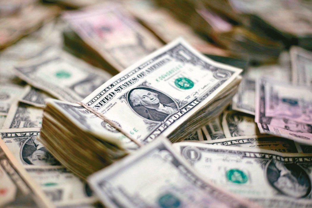 今年來金融次順位債券指數上漲近2.3%,表現更勝一般投資級債。(路透)