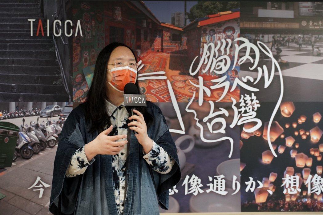 行政院政務委員唐鳳認為,台灣融合不同文化、血脈與認同,既可以與其他國家對話,又可...