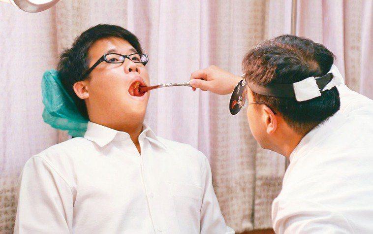 口腔癌術後兩年內容易復發,即便手術順利,後續也務必定期回診追蹤。 圖/123RF