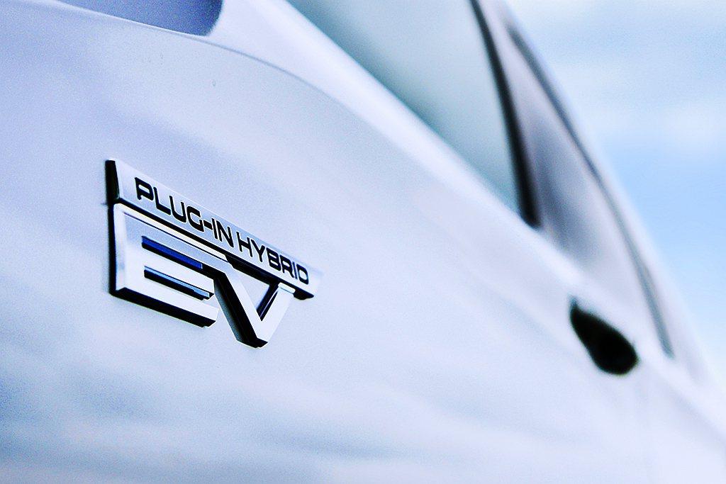 全新世代三菱Outlander PHEV搭載新一代PHEV插電式複合動力系統,不...