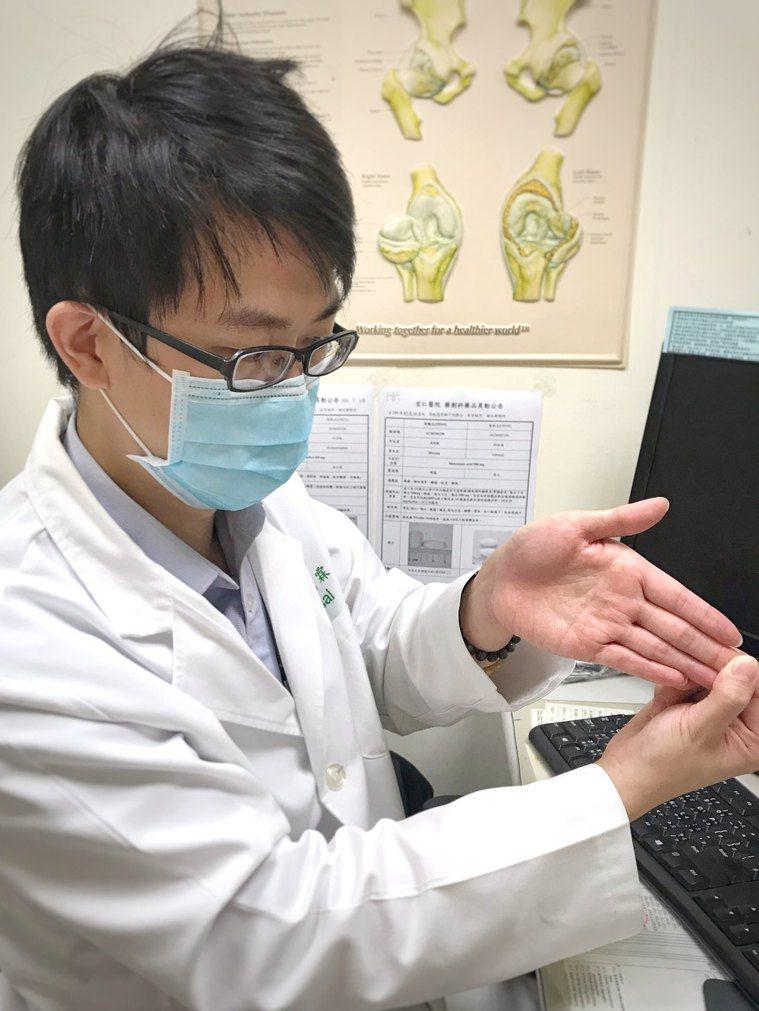 (圖4.三角纖維軟骨擠壓測試。圖片來源/蔡育霖醫師提供) 圖/取自台灣復健醫學會