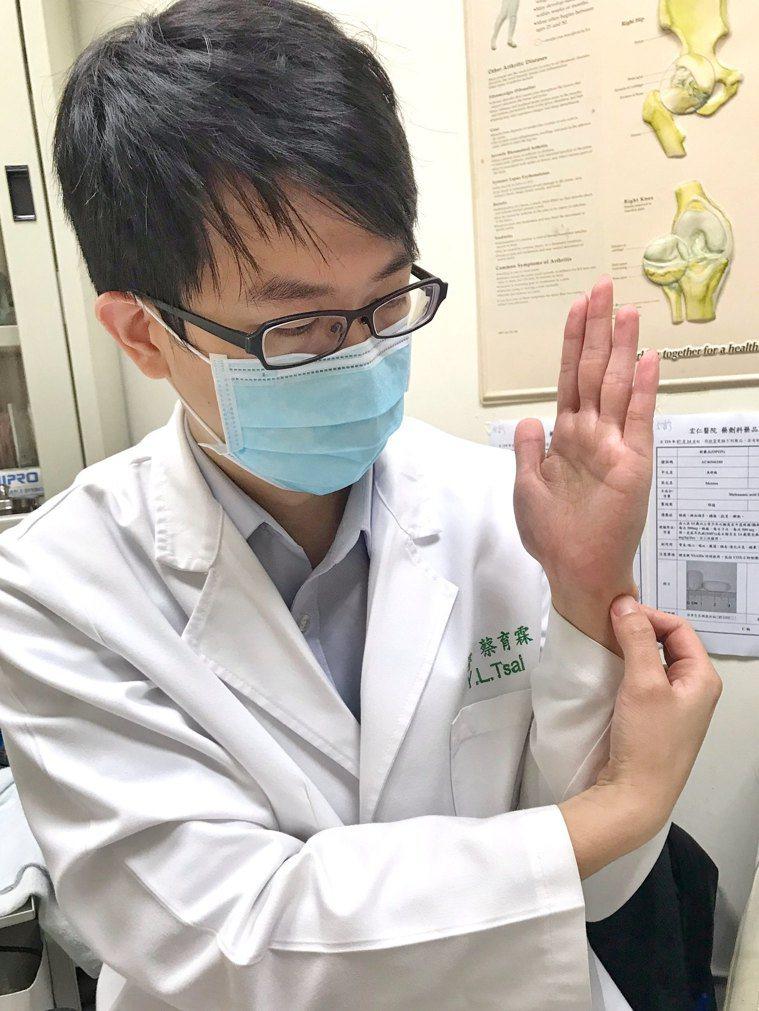 (圖5.尺側中央窩現象。圖片來源/蔡育霖醫師提供) 圖/取自台灣復健醫學會