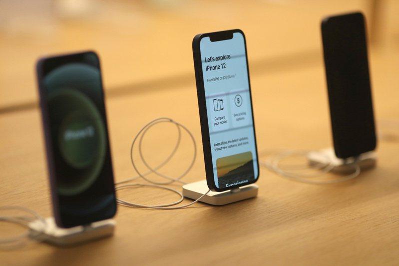 蘋果新一代iPhone據傳會以「線上發表會」進行,功能跟硬體都有所提升。路透