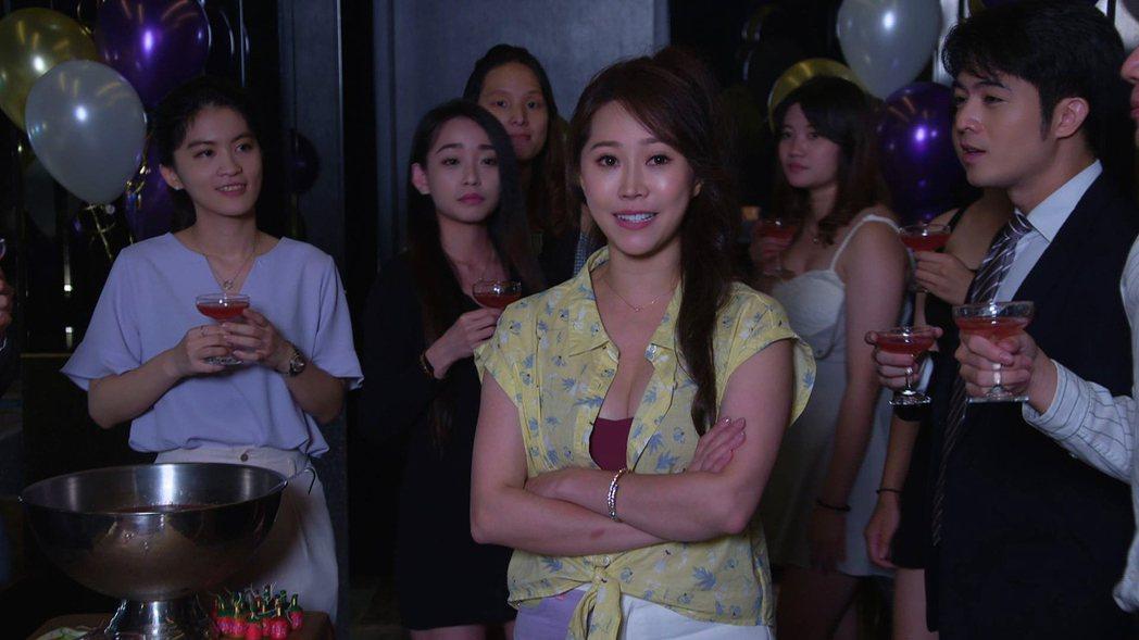 黃露瑤加入「黃金歲月」,飾演身材火辣、有心機的「妮娜」。圖/民視提供