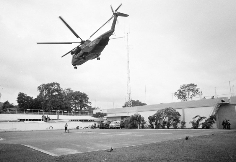 1975年4月29日,美國駐西貢大使館進行最後的人員撤離。美聯社