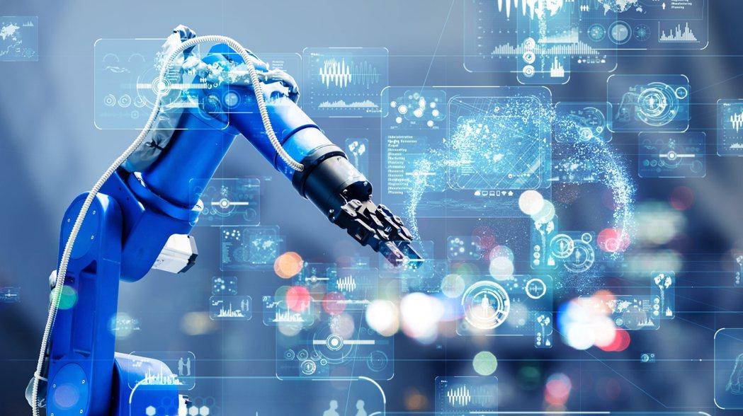 迎向後疫情時代,無論是科技或傳產的護國產業,均須靠人工智能聯網(AIoT)再進化...