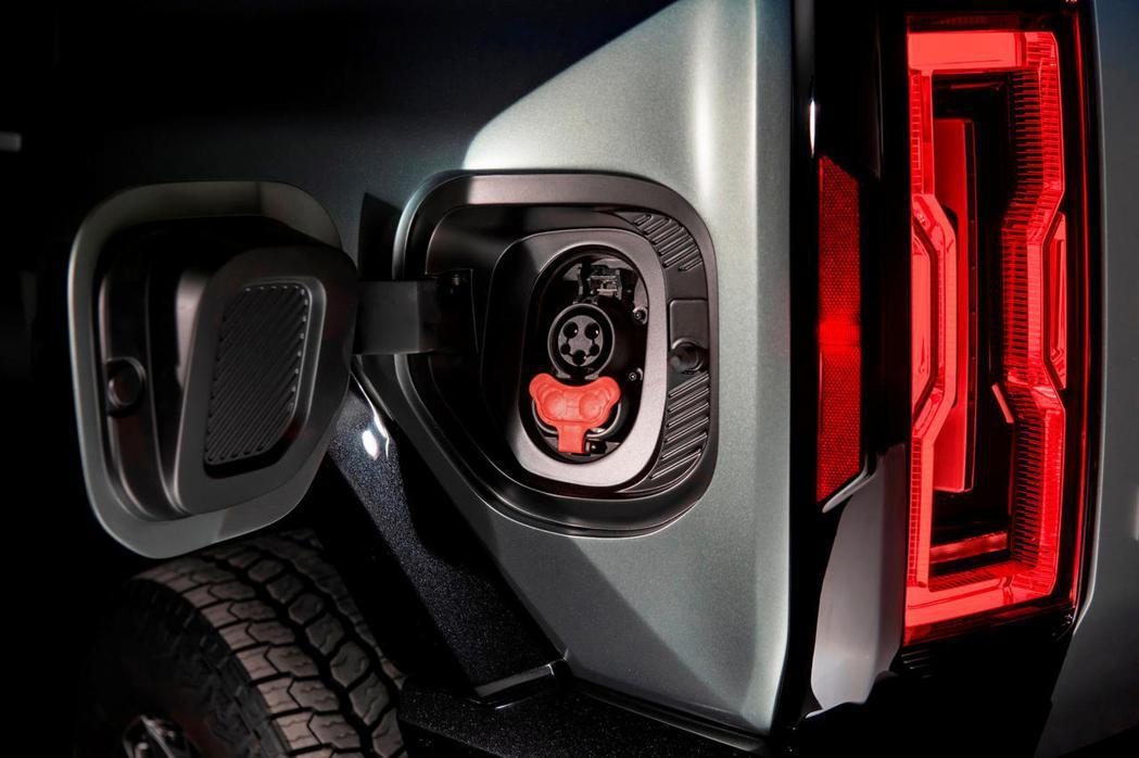 GMC Hummer EV。 摘自CarBuzz.com