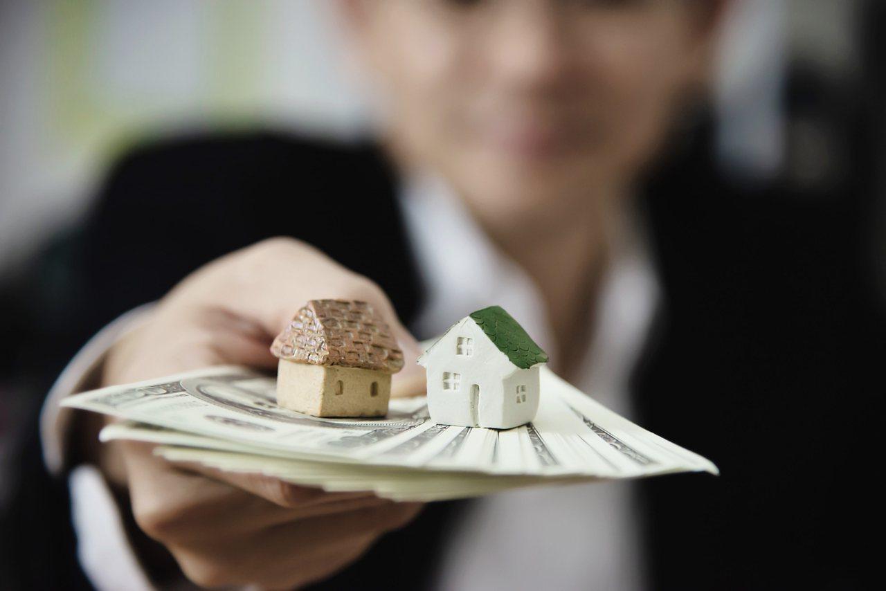 以一般情況來說,房貸還款年限的當然是越短越好,「因為貸款期限短,利息負擔會比較輕...