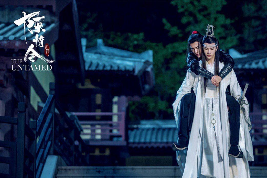 中國耽改劇《陳情令》走紅的肖戰與王一博,兩人的「博君一笑」CP吸引許多粉絲,但一篇以肖戰為主角的同人創作卻讓粉絲強烈反彈,進而引發一連串舉報、爭論與互相攻擊的事件。 圖/取自WeTV