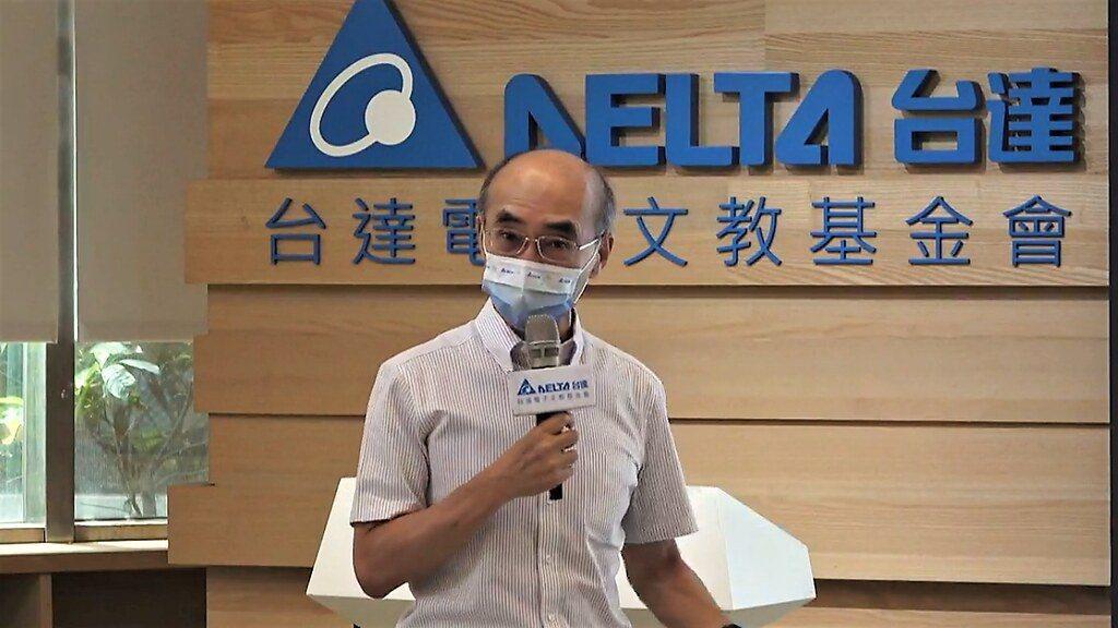 中研院環境變遷研究中心特聘研究員許晃雄。 圖/擷取直播畫面