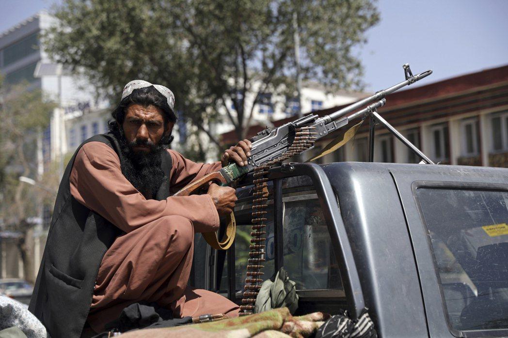 拜登表示,雖然阿富汗軍隊中仍有許多愛國鬥士,他們仍願意為了自己的命運賭命戰鬥。但...