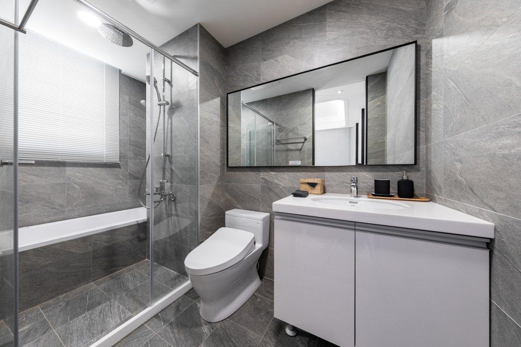 主次衛浴皆對外開窗、當層排氣,提高浴室內空氣流通,保持乾燥細菌霉菌不易孳生。