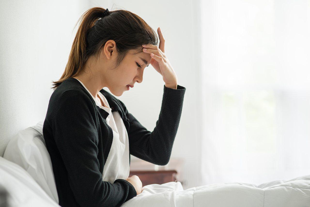 頭痛應詳盡了解原因,暫時緩解,可適時按壓合谷穴,刺激腎上腺素及腦內啡分泌,達到止...