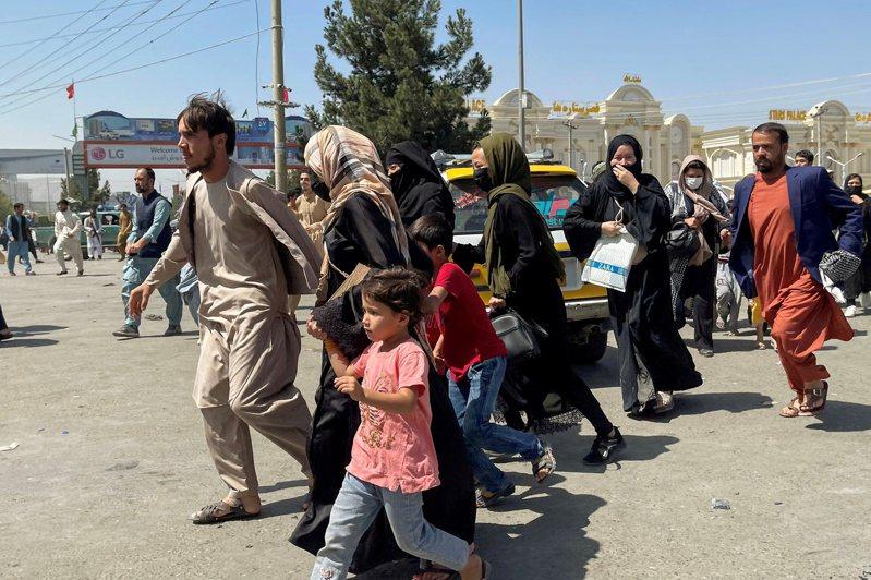 隨著美軍撤離、外援斷絕,塔利班統治下的阿富汗婦女處境勢必更艱難。 路透社
