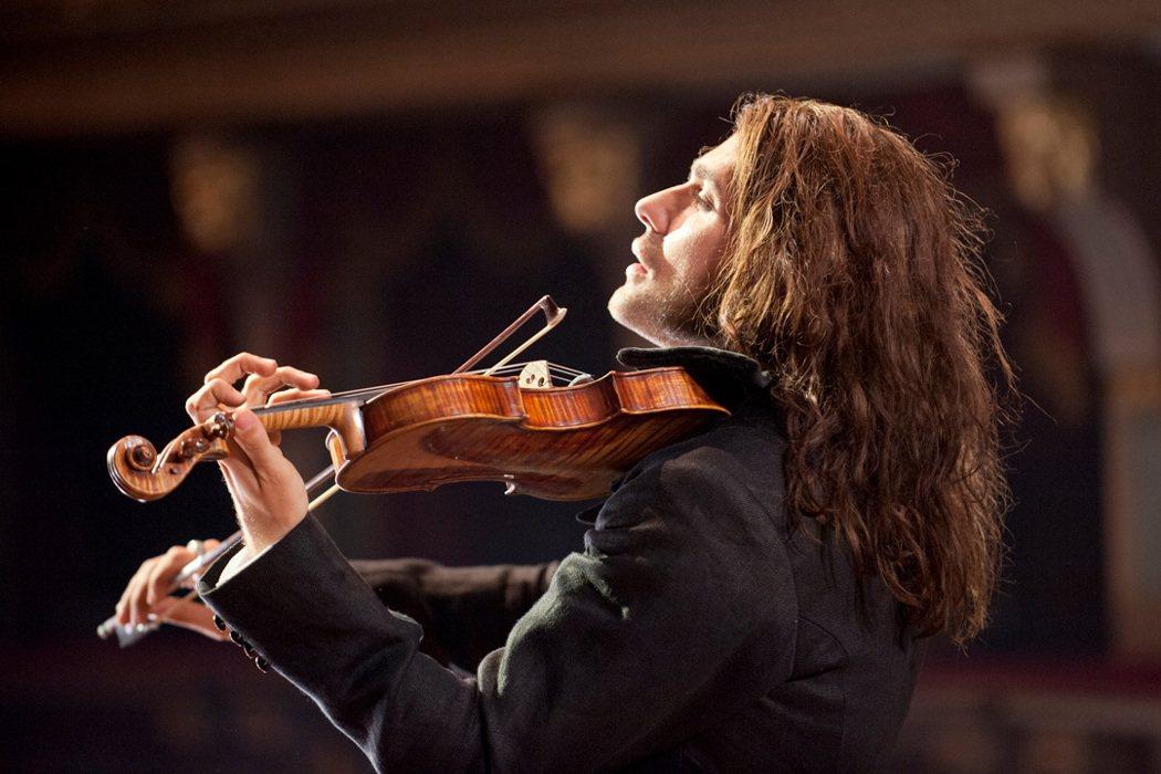 《魔鬼琴聲帕格尼尼》小提琴男神大衛蓋瑞飾演傳奇音樂家帕格尼尼。捷傑提供
