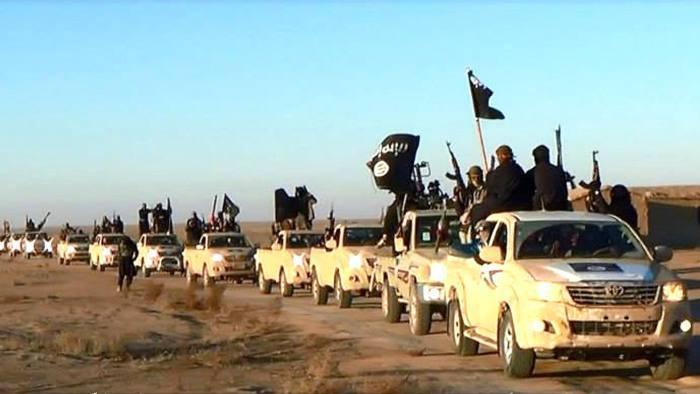 示意圖,豐田皮卡是神學士首選交通工具。圖為極端組織伊斯蘭國武裝分子車隊。美聯社