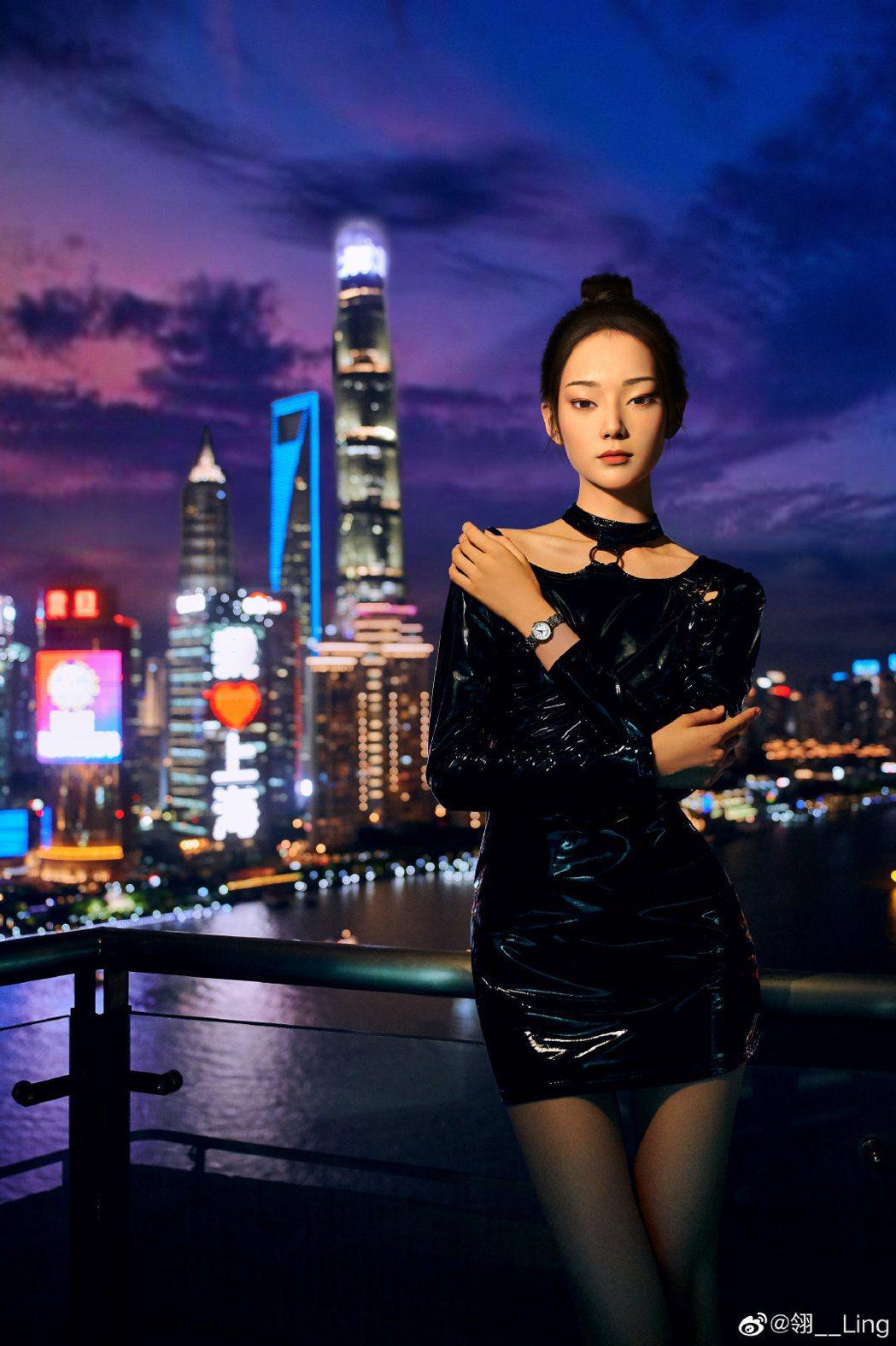 大陸新出道的虛擬網紅「翎Ling」,七夕當天展示其代言的一款名表。(取自翎Lin...