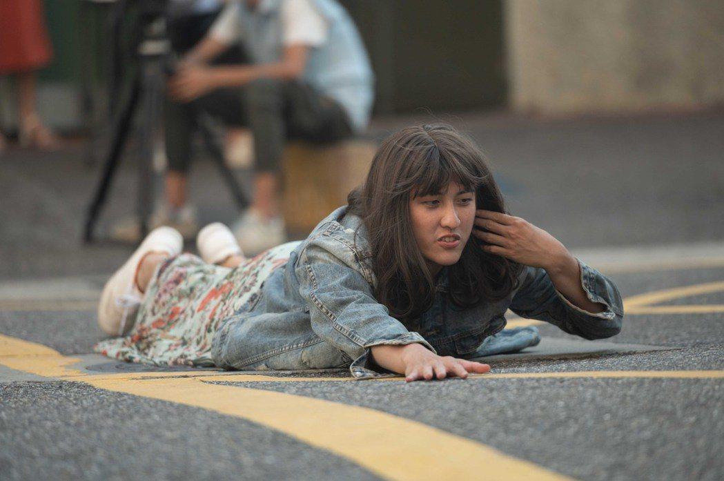 黃靖倫為戲扮女裝吃足苦頭。圖/TVBS提供