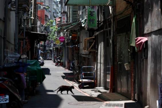 疫情爆發至今,原本熱鬧、茶室林立的巷弄變得空巷。圖/聯合報系資料照片