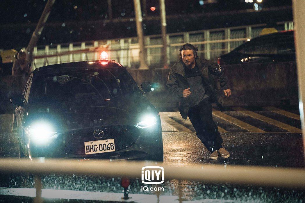 李明順在「逆局」中演警察。圖/愛奇藝國際站提供