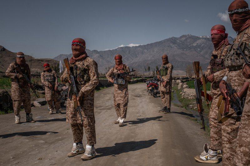 神學士特種精英部隊「紅團」成員,去年在阿富汗東部阿林加爾地區活動。圖/取自紐約時報