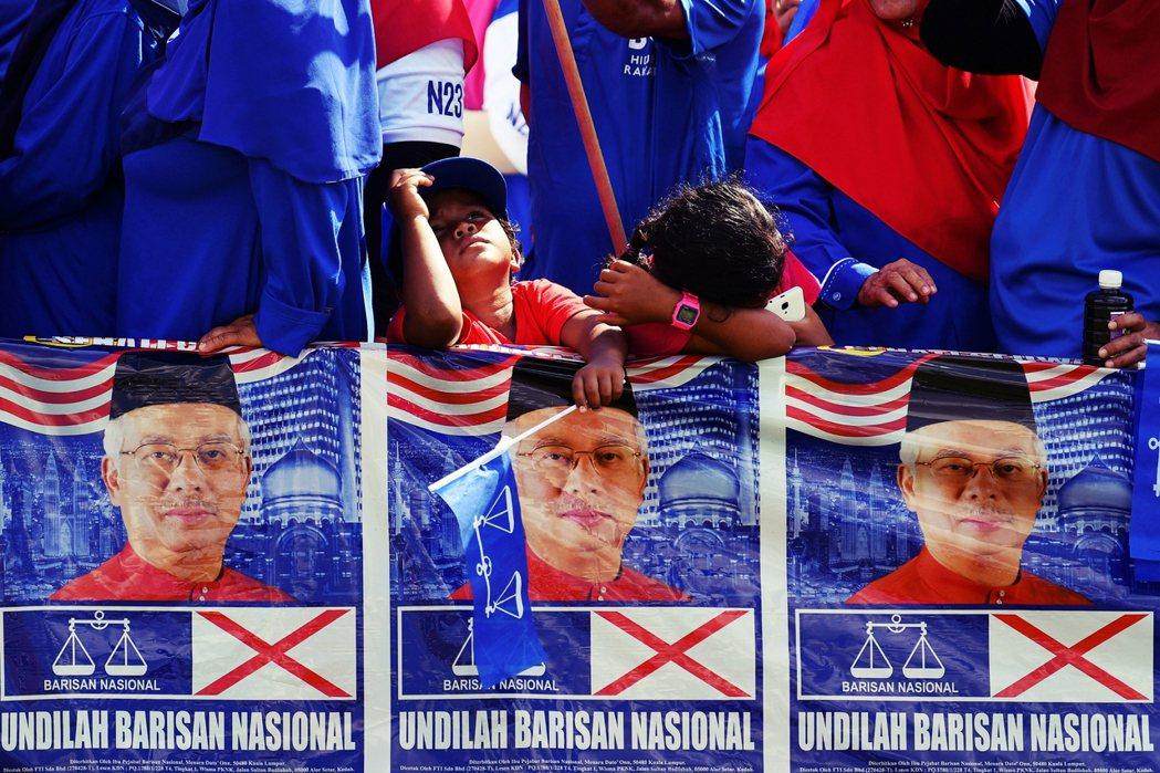 無論誰出任首相,馬來西亞政治聯盟短期內都無法回歸結構相對穩定的國陣時期,圖為20...