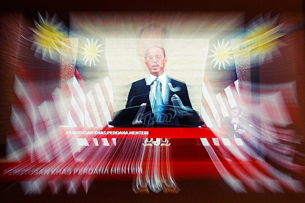 馬來西亞前首相慕尤丁在8月16日宣布辭職。對此,本文將討論慕尤丁國盟政府垮台前後...