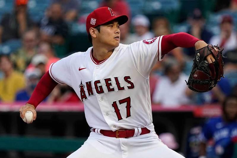 大谷翔平成為史上第一位單季達成投手端奪100K、打者端40轟以上的球員。 美聯社