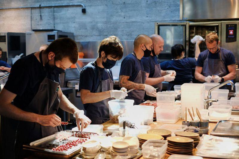 世界上最頂級、最難預訂餐廳之一的丹麥米其林二星餐廳Noma因疫情關閉6個月,6月才重新開幕。 法新社