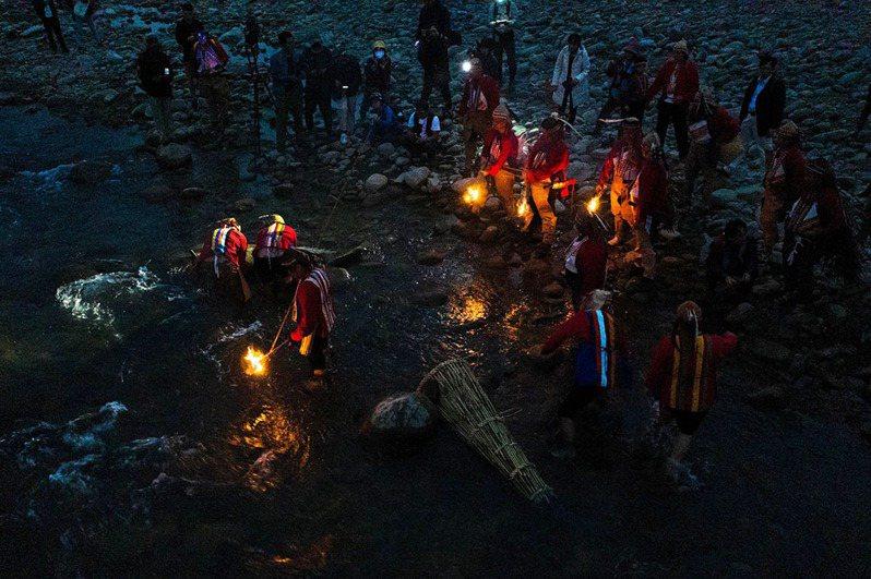 Pasika'arai(河祭)在春夏舉行,祭儀期間族人必需遵守許多特別的禁忌。 (圖片提供/高雄市立歷史博物館)