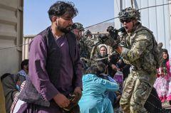 阿富汗監獄淪陷!英囚犯「僅穿拖鞋」狂逃喊:一路上都是血