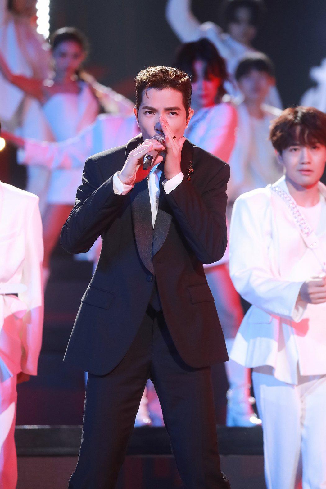 蕭敬騰登上「湖南衛視新潮好物夜」熱唱「猴籠」。圖/喜鵲娛樂提供