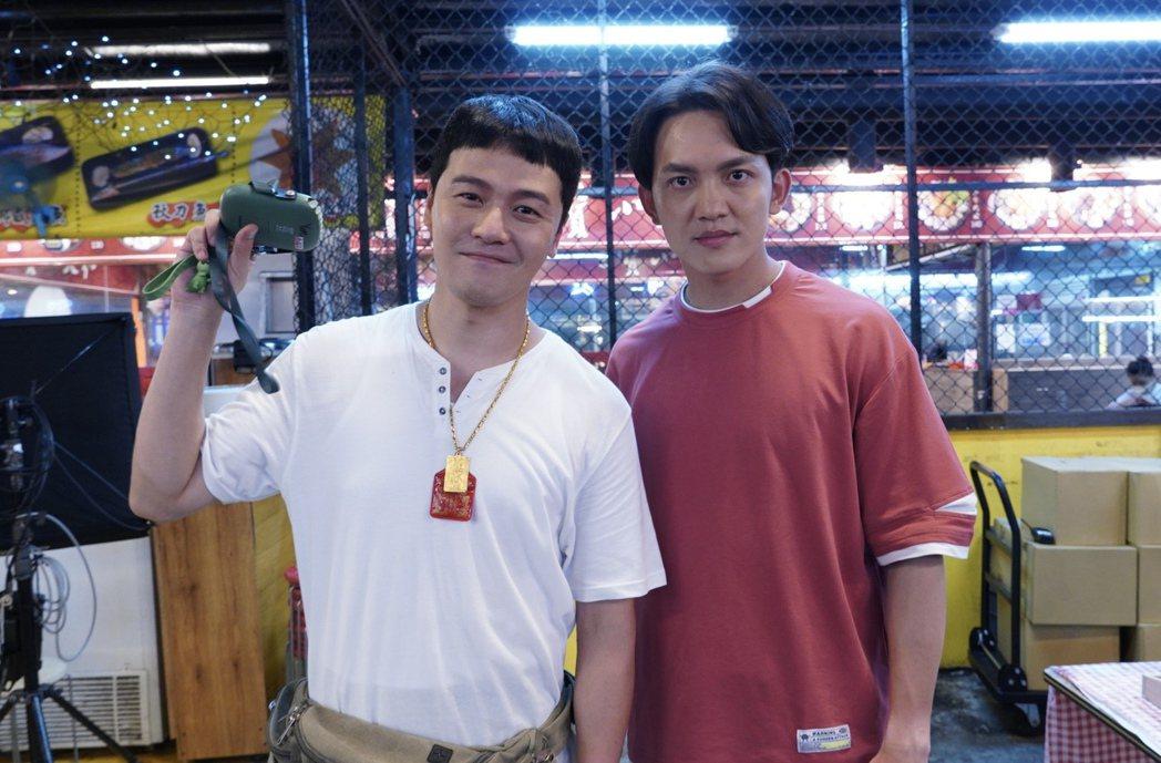 黃文星(左)和郭忠祐加入「黃金歲月」。圖/民視提供
