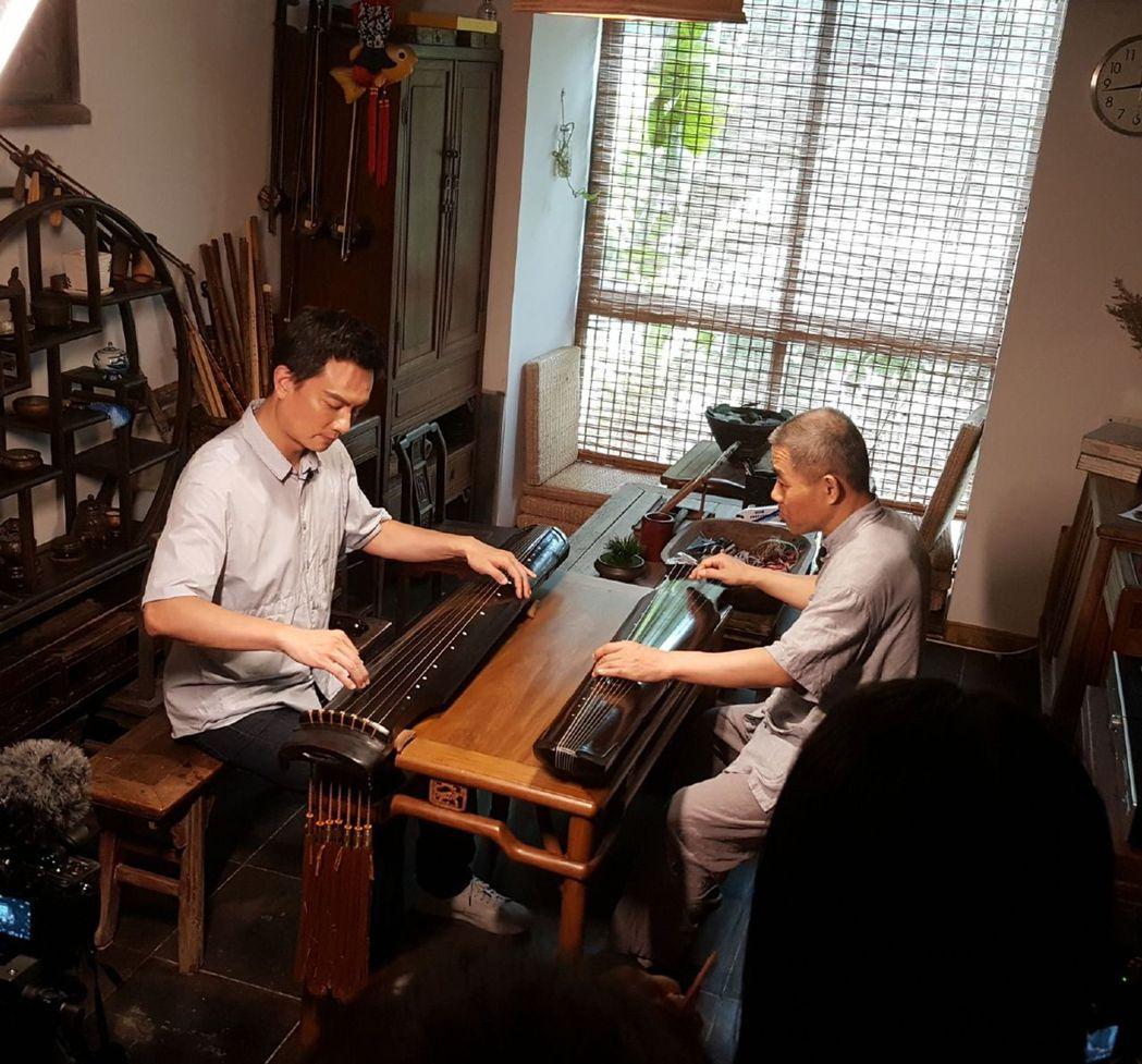 李泉(左)因人力問題,金曲當天無法參與連線分享榮耀。圖╱摘自微博