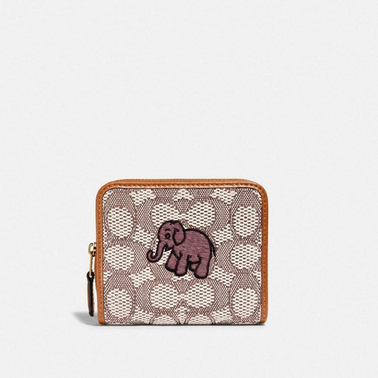 大象刺繡皮夾,9,900元。圖/COACH提供