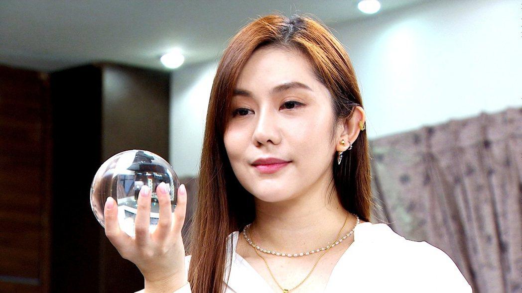 王宇婕在「天之驕女」中演機器人。圖/三立提供
